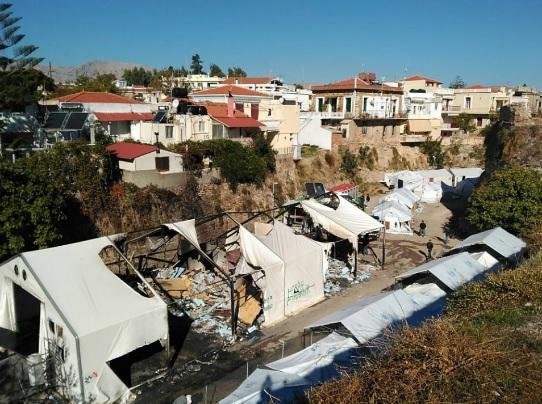 Ο καταυλισμός προσφύγων της Σούδας στη Χίο σήμερα, μετά τα χτεσινά επεισόδια.